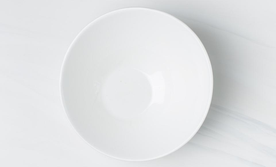 セラミックの白い綺麗なお皿